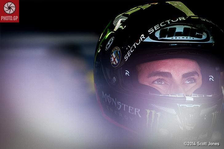 Jorge-Lorenzo-Le-Mans-pit-lane-final-file-S