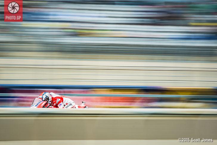 Andrea Dovizioso pit lane blur