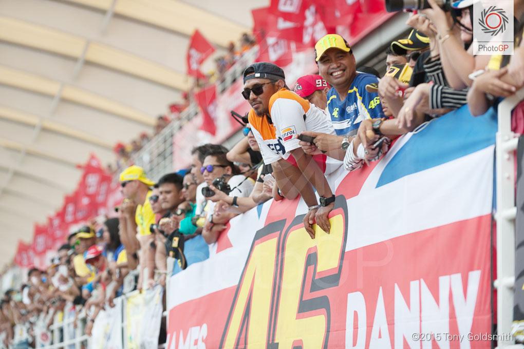 Rossi-Marquez-fans-Sepang-2015-Tony-Goldsmith