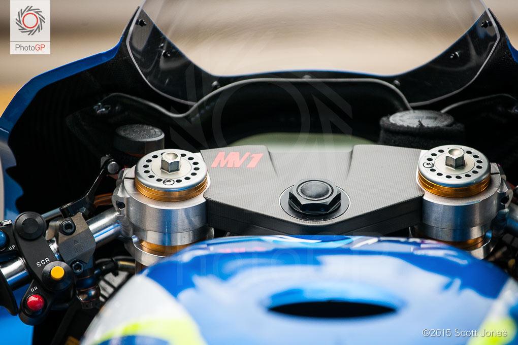 Suzuki-GSX-RR-head-set-detail