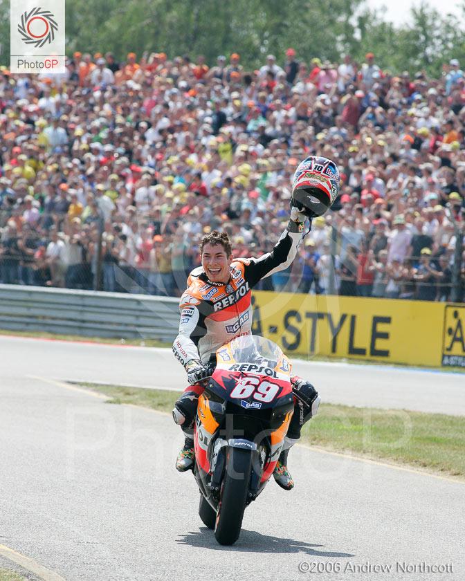 AN-2006 -Assen-Victory-Lap-Nicky-Hayden