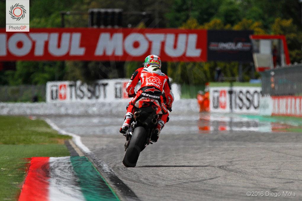 World-Superbike-Imola-Saturday-Diego-Mola-11