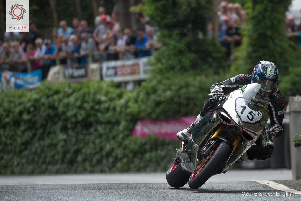 IoMTT-2016-Superbike-race-1-David-Johnson