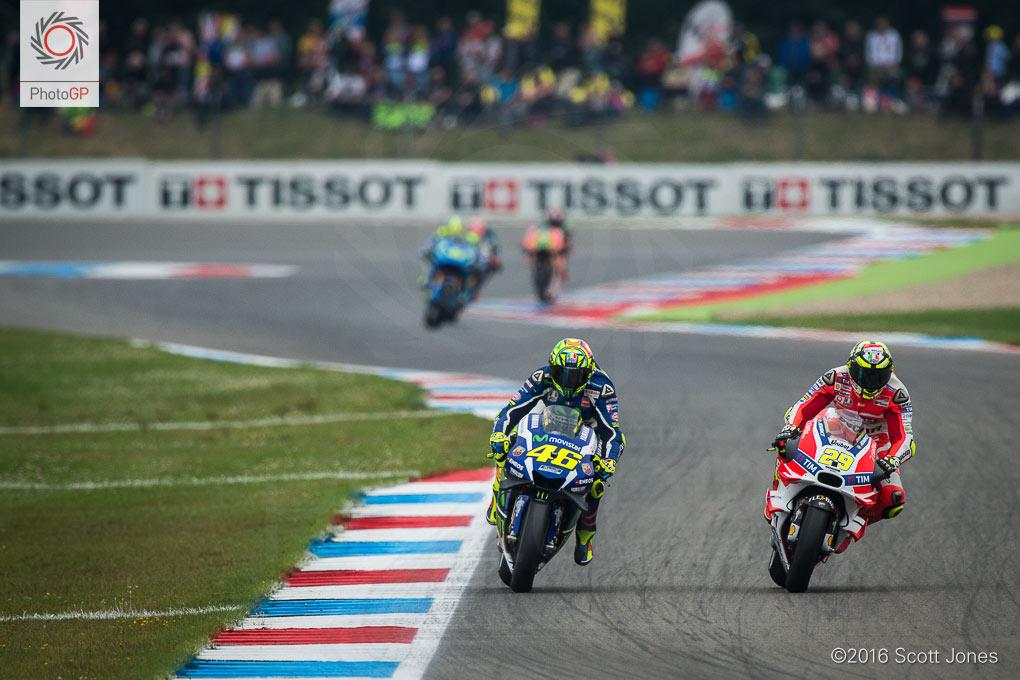 Valentino-Rossi-Andrea-Iannone-MotoGP-Assen-2016