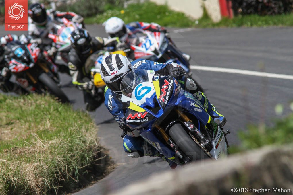 15_William-Dunlop-took-the-win-in-the-Supersport-600cc-race