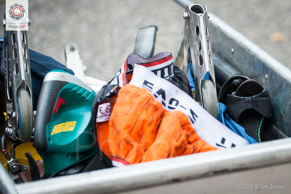 Cadwell-Park-2016-pit-lane-shoes