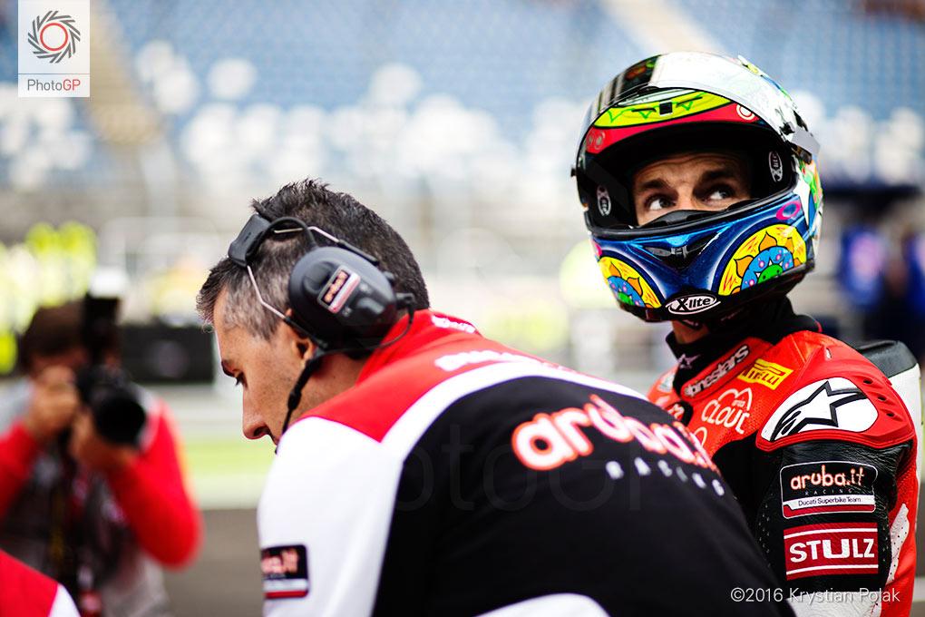wsbk-lausitzring-2016-chaz-pit-lane