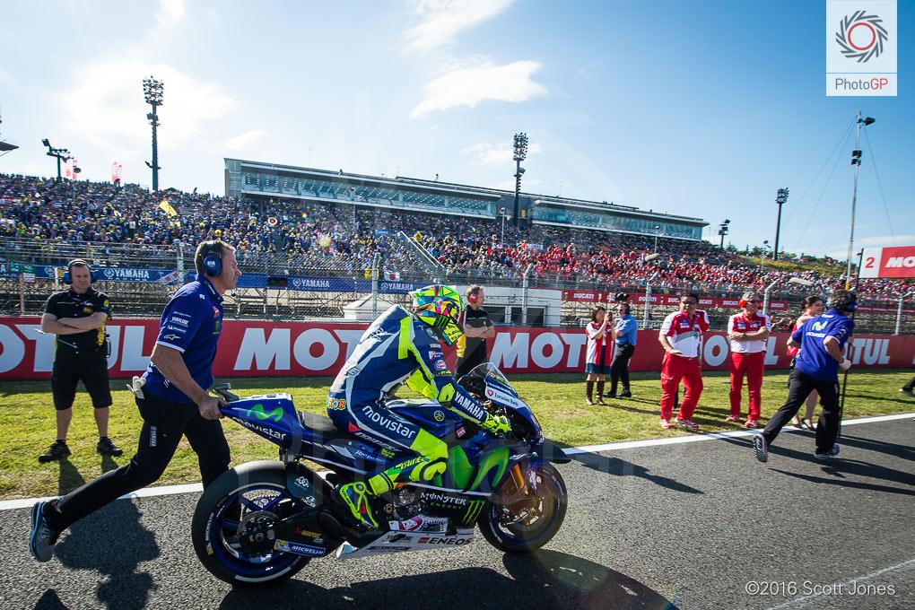 motegi-motogp-2016-valentino-rossi-grid-1