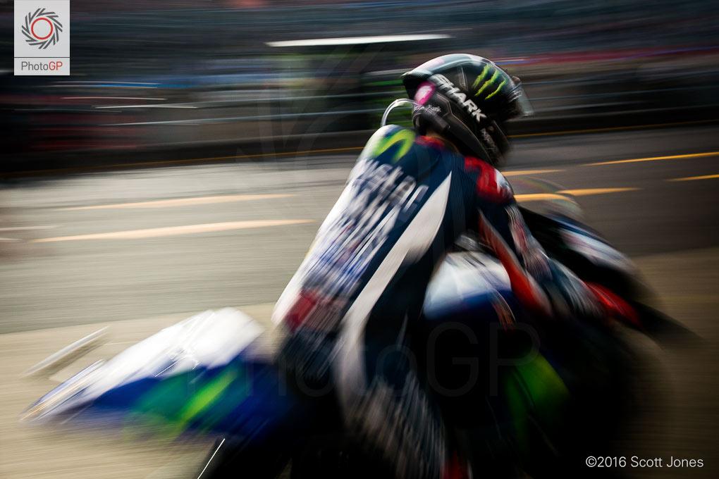 motogp-motegi-2016-jorge-lorenzo-pit-lane-1
